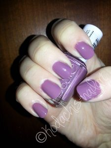 Essie 41 Island Hopping Swatch with flash