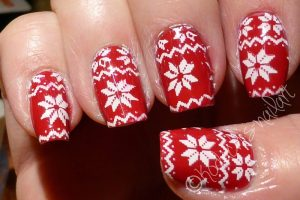 Essie-Shes_pampered_Stamping_mani