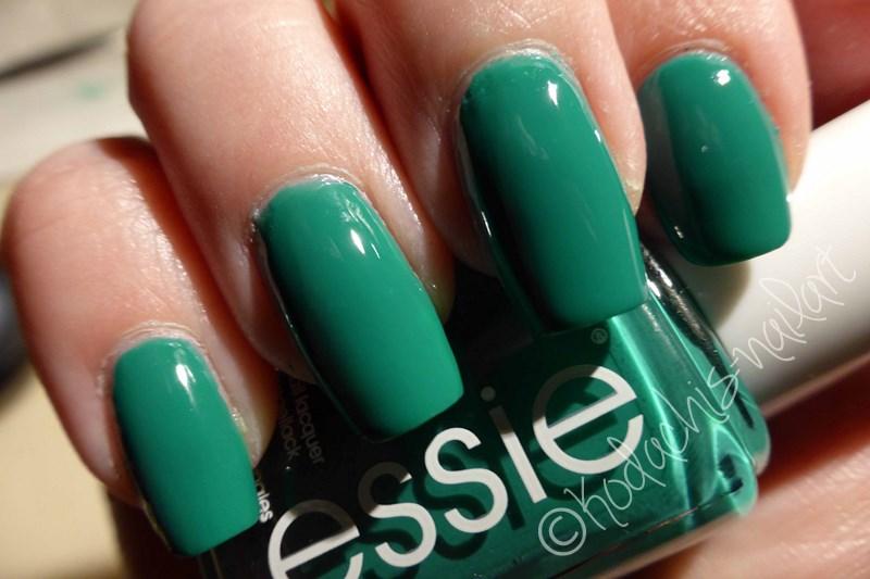 Essie - Ruffles & Feathers - swatch