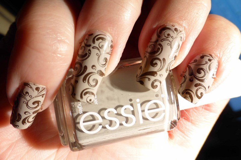 Essie - Partner in Crime &  Take it outside Bottle