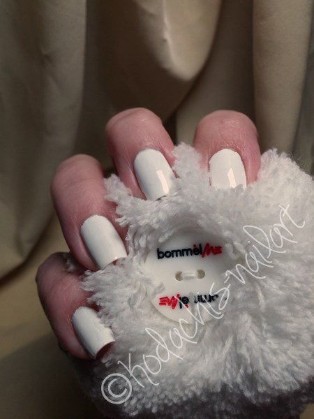 Essence-Wild_white_ways_mani_b