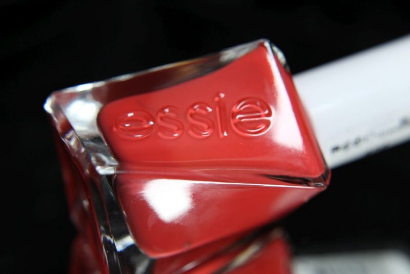 Essie - Gel couture - sizzling hot - Bottle