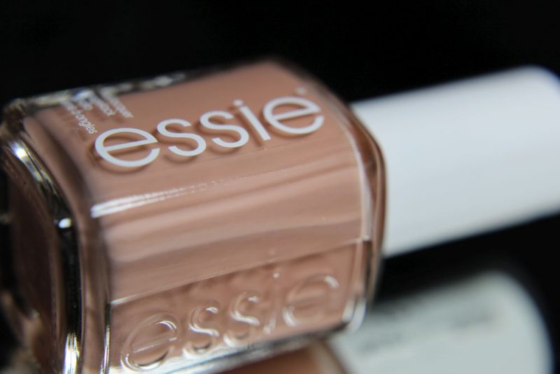 Essie-Wild_Nudes - Bare with me - Bottle