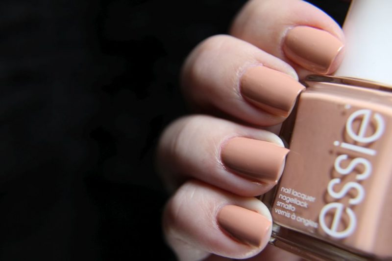 Essie-Wild_Nudes - Bare with me - Mani
