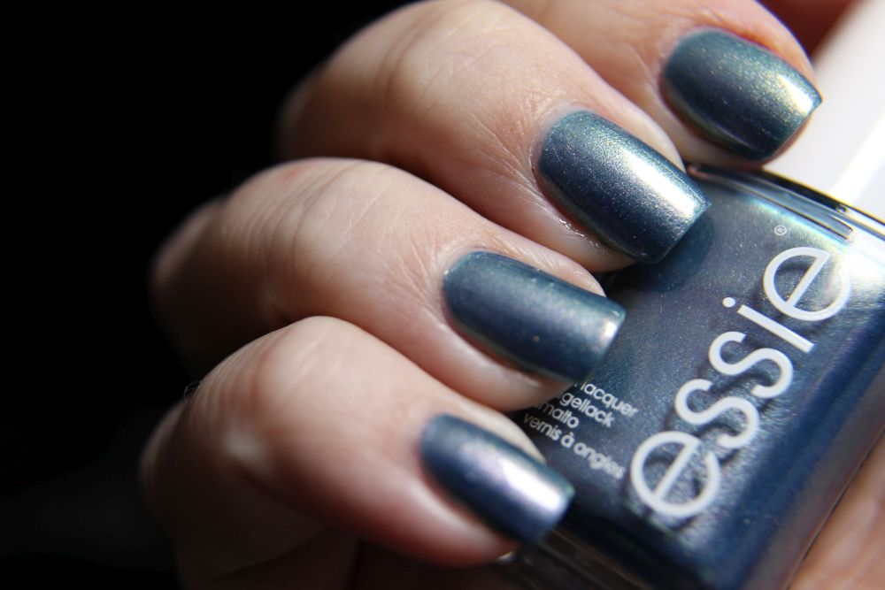 Essie - Glow with the flow Winter LE 2018