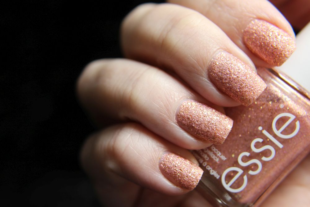 Essie Concrete Glitter - Beat of the moment