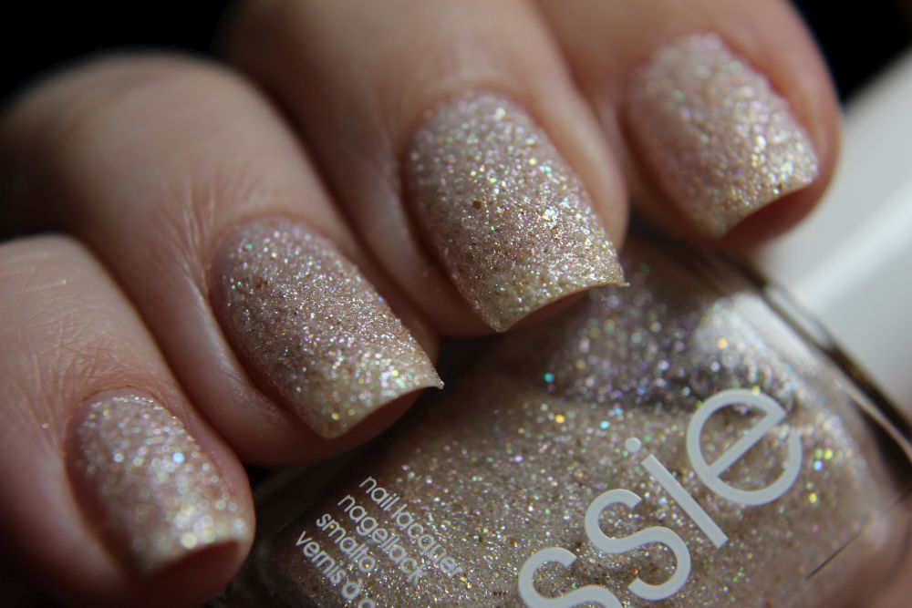 Essie Concrete Glitter - Venture to the venue - closer