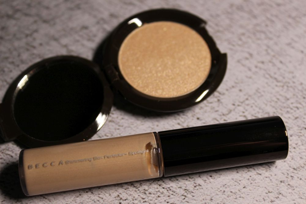 Becca - Shimmering Skin Perfector Moonstone Glow On The Go - open