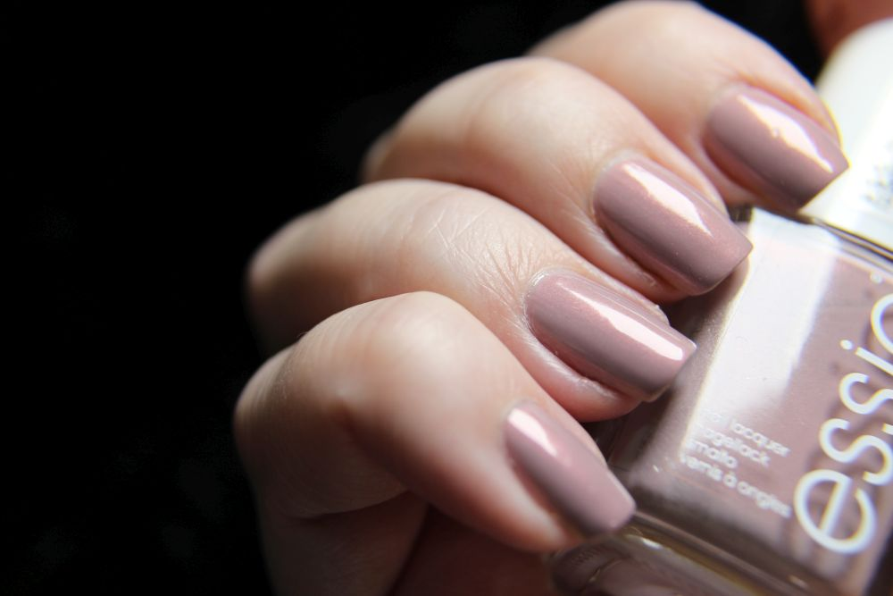 Essie - wire-less is more