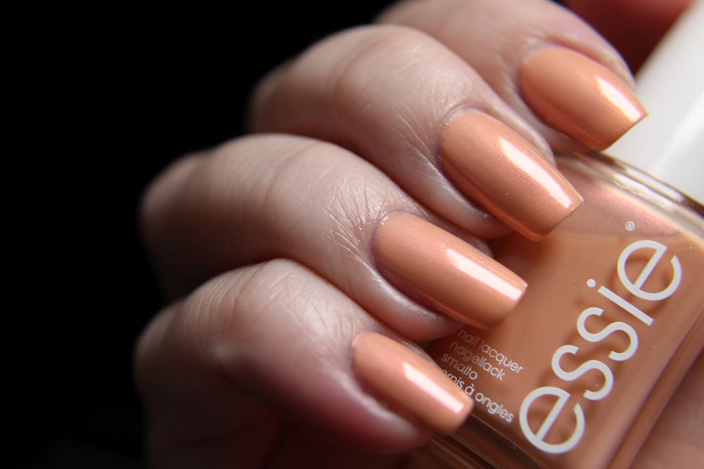 Essie - Srping 2019 - pinkies out