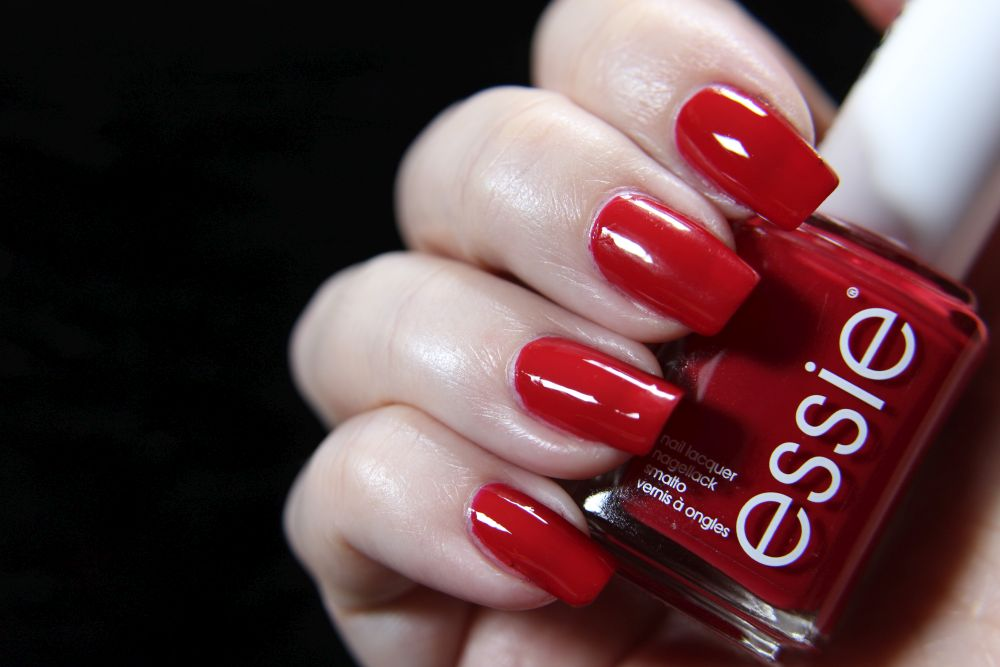Essie - Not red-y for bed