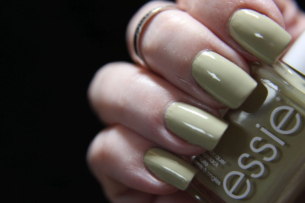 Essie - Cacti on the prize