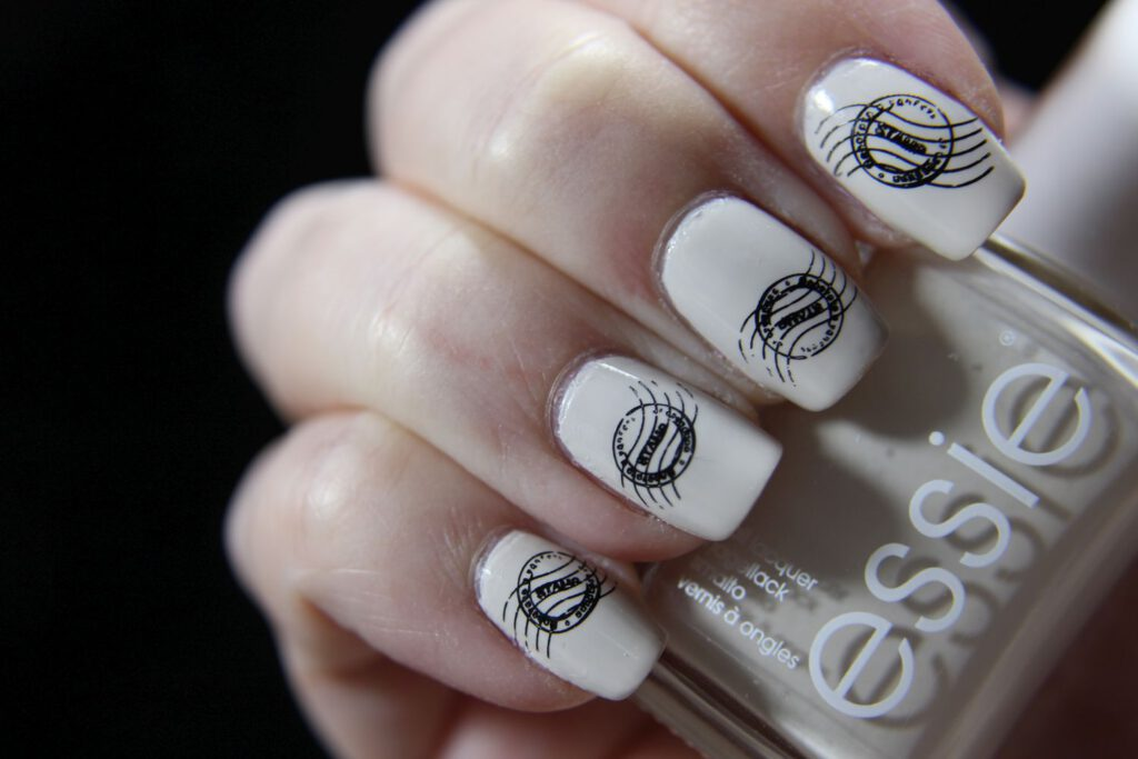 Essie - Happy as Cannes Be - stamping