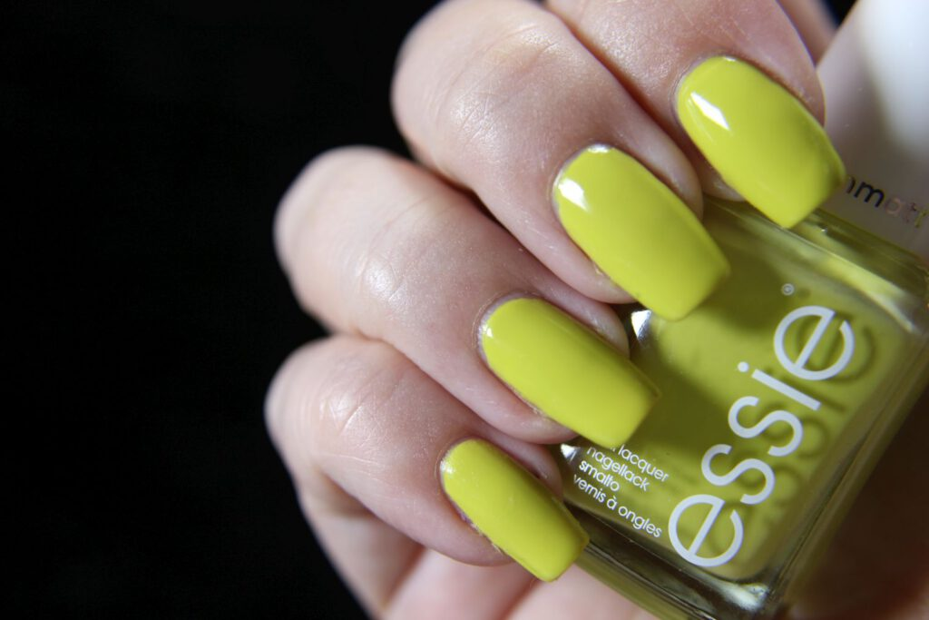 Essie - have a ball - glossy