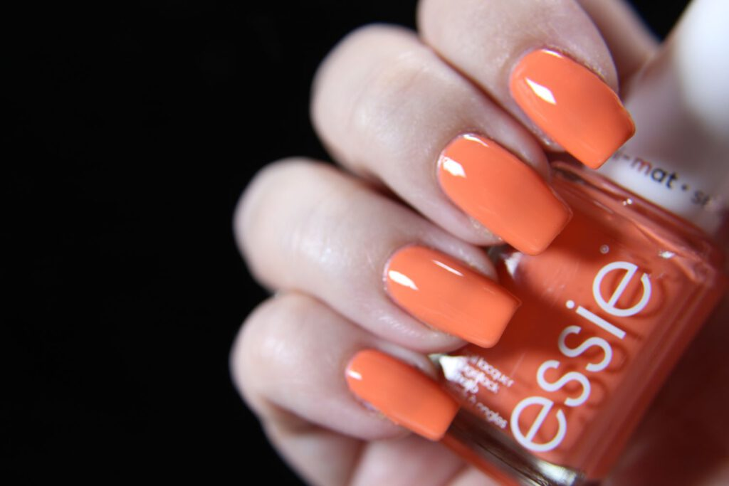 Essie - love all game - glossy